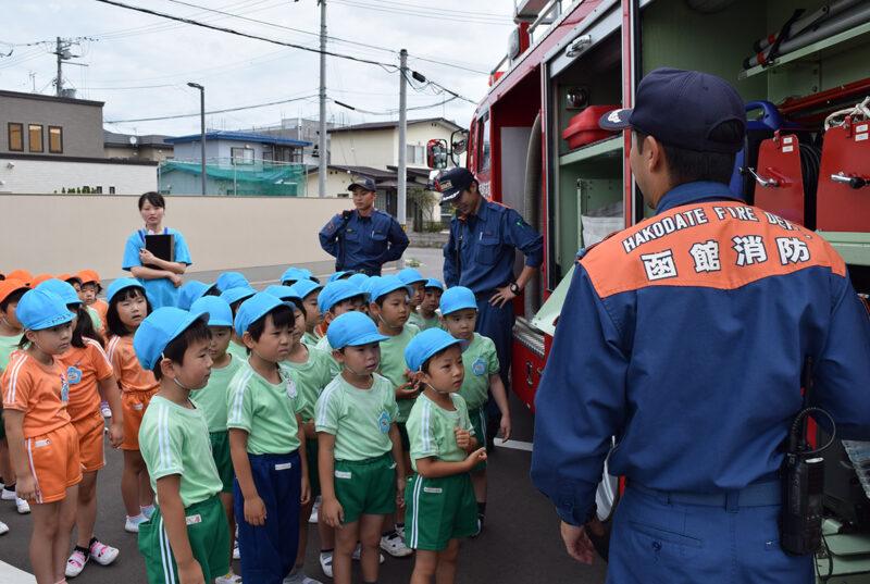 (画像)消防車にさわる会